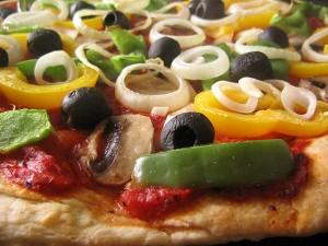 pizza-cu-legume-aluat-bella