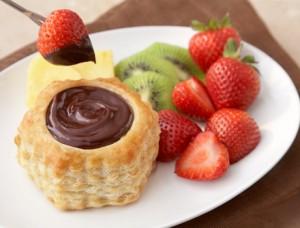 scoici-din-aluat-bella-cu-ciocolata-si-fructe